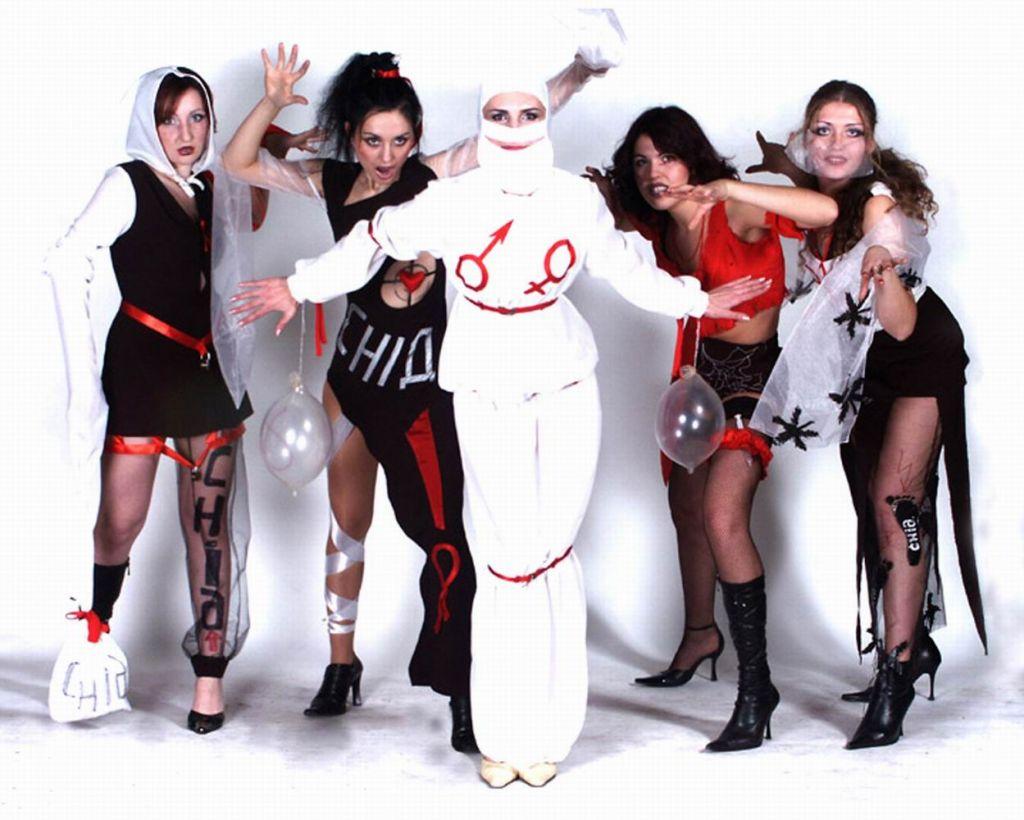 Театралізована презентація авторського костюму анти-СНІД